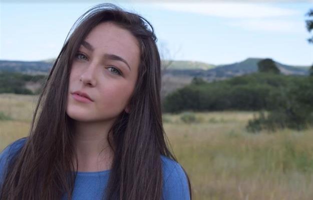 Zoe Snow
